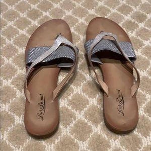Lucky brand flip flop